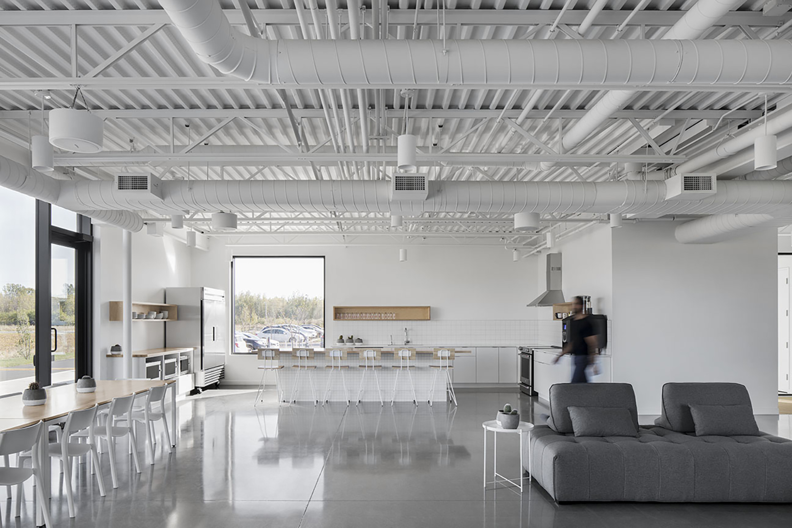 22-bureau-dassurance-lareau_6-2_maurice-martel-architecte-et-chavi-linda-fillion-design_adrien-williams_01