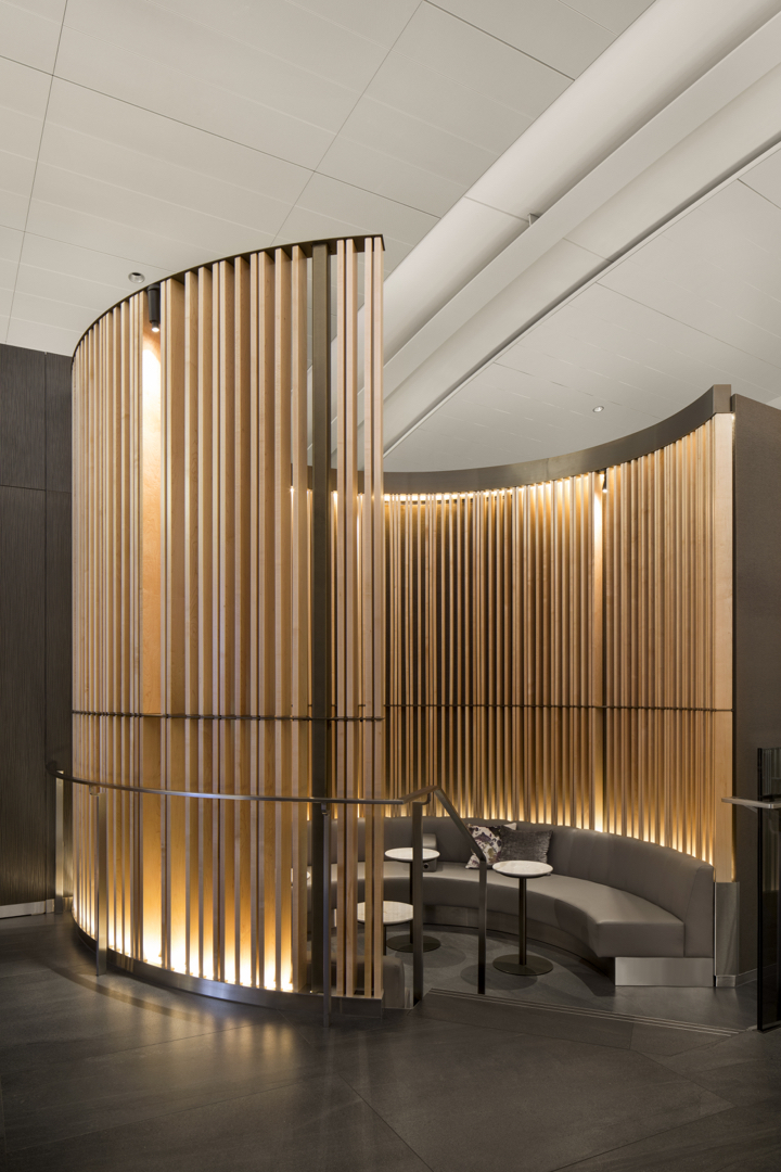 sitewebair-canada-yyz-signature-suite_4-3_eric-majer-architect-heekyung-duquette-et-cs-design_adrien-williams_02_720x1080